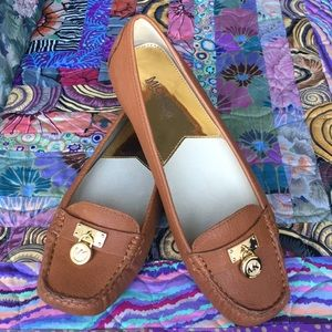 MICHEAL Micheal Kors Tan Loafer 9.5
